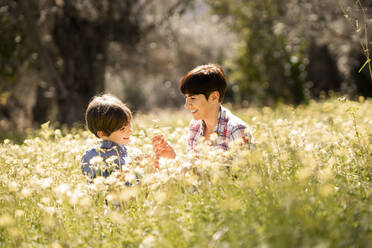 Mother and daughter in a field of wildflowers - VSMF00071