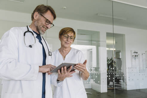 Doctor and assistant using tablet in medical practice - MFF05459