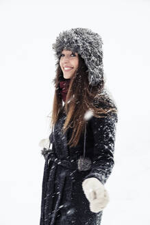 Portrait of smiling young woman in winter - WFF00298