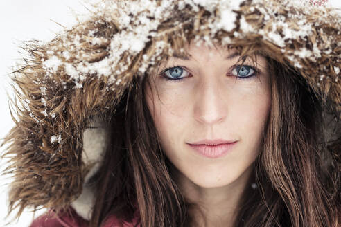 Portrait of young woman with blue eyes in winter - WFF00319