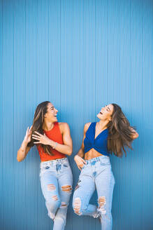 twins in front of blue wall - DAMF00317