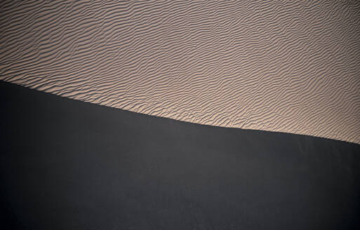 USA, California, Low-level aerial photography of Cadiz Dunes covered in wind ripples - BCDF00428