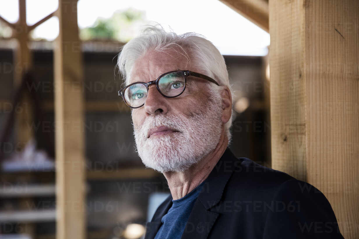 Portrait of bearded senior man with white hair looking at distance - JOSEF00273 - Joseffson/Westend61