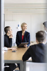 Businesswoman leading a meeting in office - PESF02017