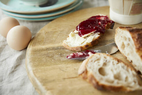 Bread with jam on wooden board - FSF01068