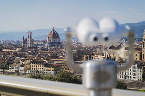 Italy, Tuscany, Florence, Coin-operated binoculars pointed towards Florence Cathedral - FMOF00975