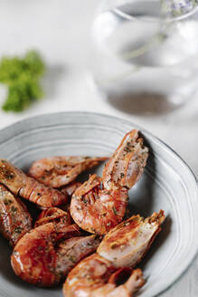 Grilled prawns in bowl - JMHMF00046