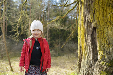 Portrait of smiling little girl in nature - BRF01443