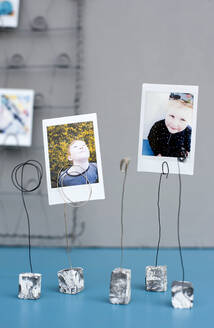 Simple photo holders made from clay and wires - GISF00591