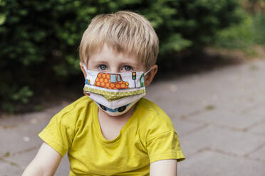 Portrait of boy wearing a face mask - MFF05745