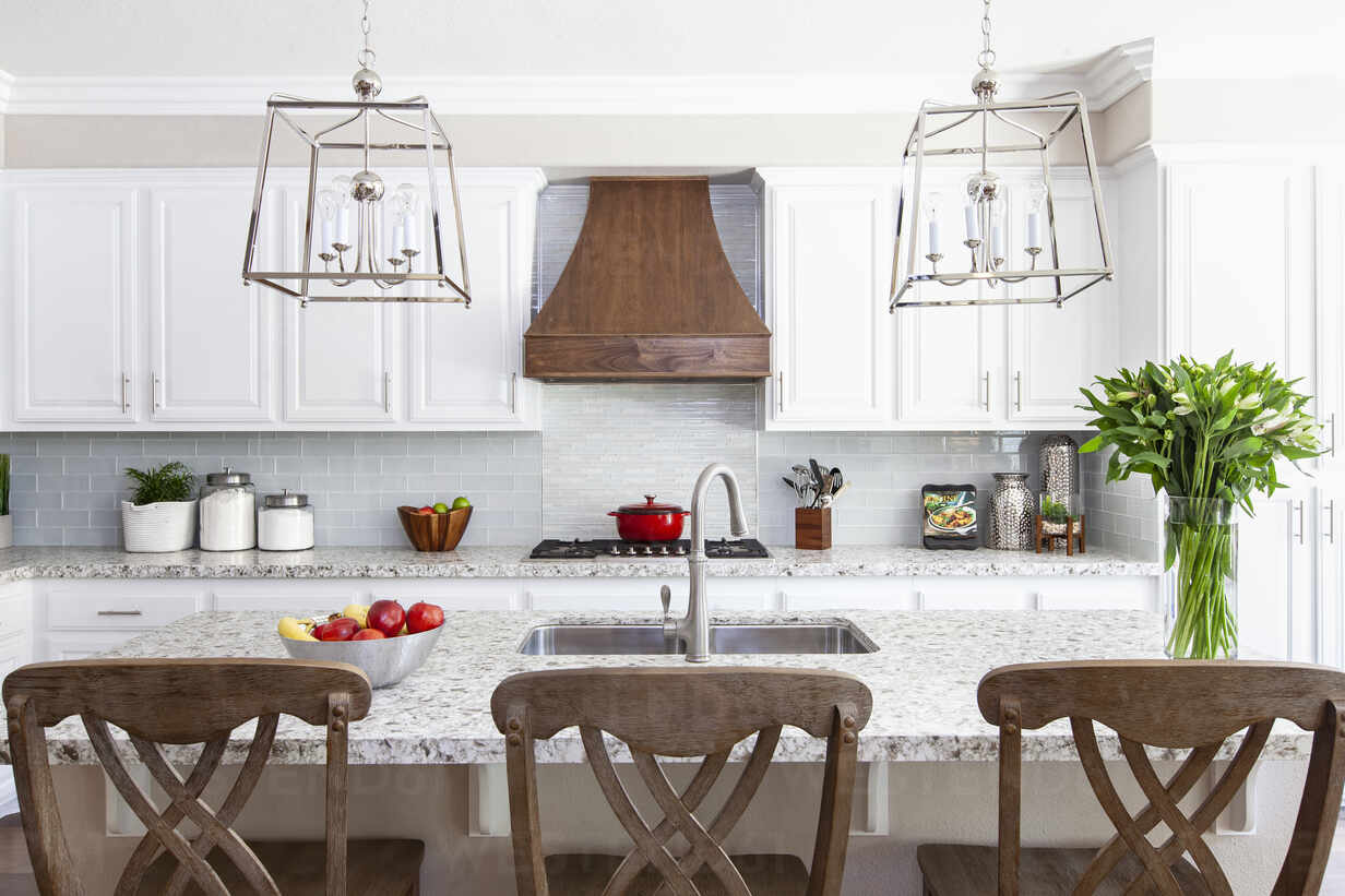 White Modern Farmhouse Kitchen With Red And Green Accents Stockphoto