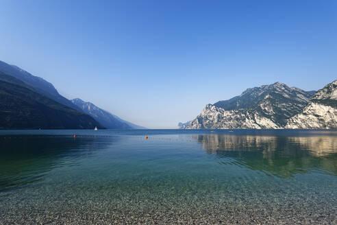 Italy, Trentino, Torbole, Lake Garda surrounded with mountains - UMF00928