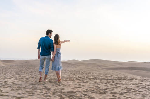 Couple at sunset in the dunes, Gran Canaria, Spain - DIGF12554