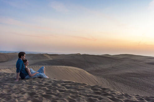 Couple at sunset in the dunes, Gran Canaria, Spain - DIGF12557