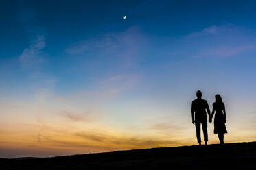 Couple at sunset in the dunes, Gran Canaria, Spain - DIGF12560
