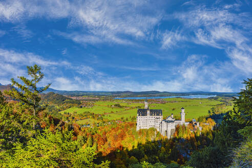 Germany, Bavaria, Hohenschwangau, Sky overNeuschwansteinCastle in autumn - WGF01324