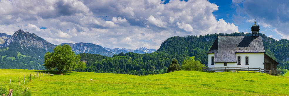Germany, Bavaria, Obermaiselstein, Panorama of Kapelle Oberdorf with mountains in background - WGF01335