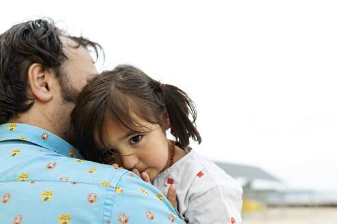 Portrait of little girl leaning on father's shoulder - VABF03084