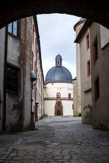 Germany, Franconia, Bavaria, Wuerzburg, Marienberg Fortress, alley and domed building - NDF01088