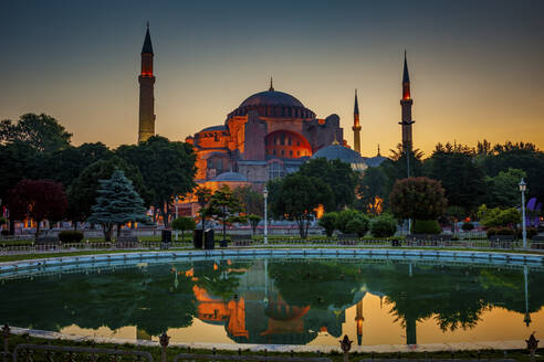 Turkey, Istanbul, Hagia Sophia reflecting on fountain pool at dawn - ABOF00537