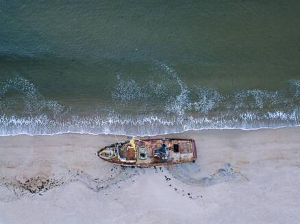 Russia, Murmansk region, Kolsky District, Teriberka, Barents Sea, Shipwreck on beach, aerial view - KNTF04755