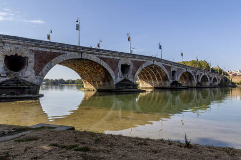 France, Haute-Garonne, Toulouse, Pont Neuf stretching over Garonne river - NGF00581