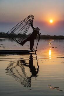 Myanmar,Shanstate, Silhouette of traditional Inthafisherman onInlelake at sunset - RUNF03924