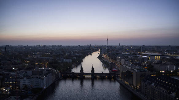 Scenic view Berlin and Spree River at twilight, Germany - FSIF04794