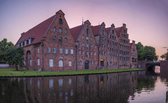 Germany, Schleswig-Holstein, Lubeck, Salzspeicher warehouses at dusk - HAMF00687