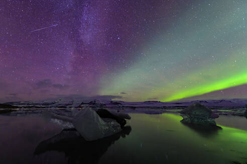 Northern lights over glacier lagoon, Iceland - TOVF00224