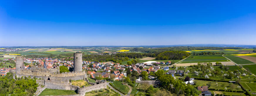 Germany, Hesse, Munzenberg, Helicopter view of Munzenberg Castle and surrounding village in summer - AMF08381
