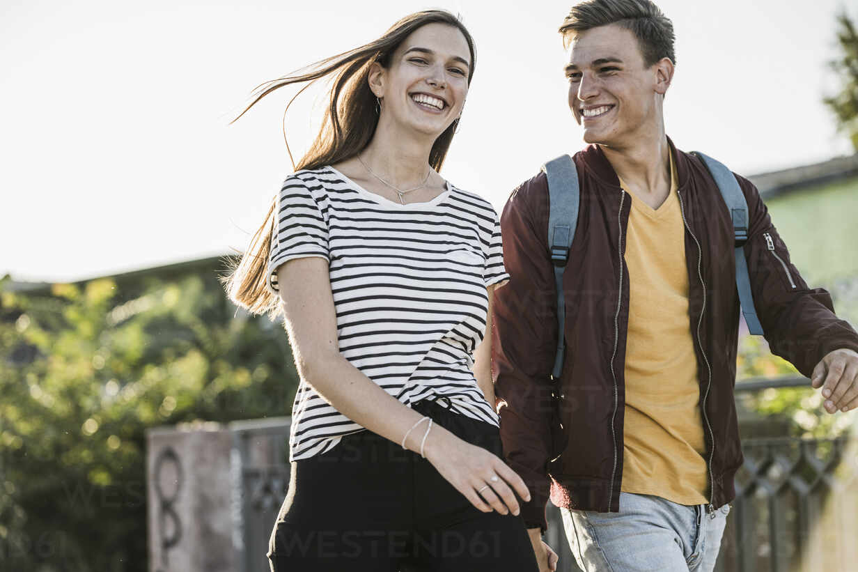 Cheerful young couple walking together - UUF20941 - Uwe Umstätter/Westend61