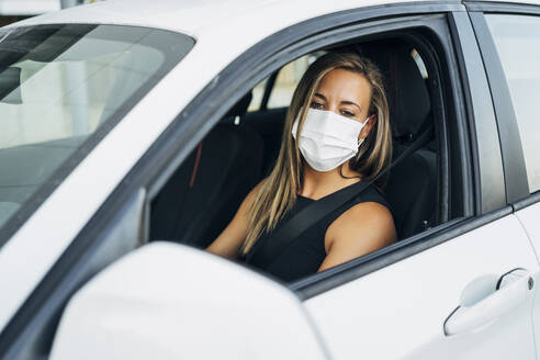 Woman in car with protective mask - MPPF01055
