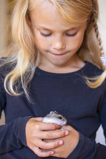 Cute little girl playing with hamster - JFEF00973
