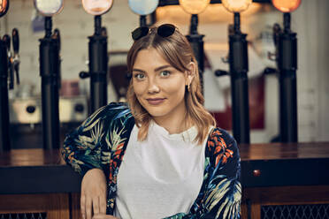 Portrait of a confident woman in a pub - ZEDF03680