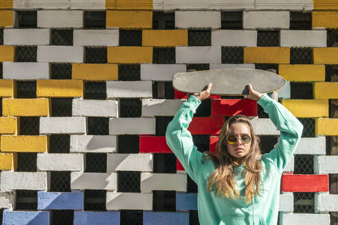 Girl on Color Wall/SPAIN/ALICANTE/ALICANTE - DLTSF01121