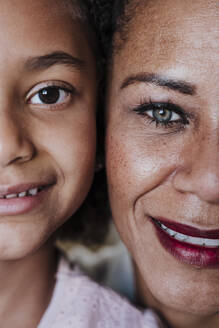 Close-up of smiling mother and daughter at home - EBBF00939