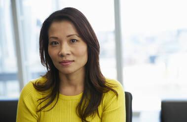 Portrait confident businesswoman - CAIF29740