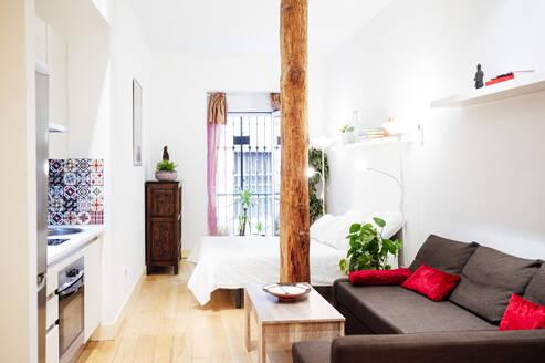 Interior of modern luxury house - JCMF01542