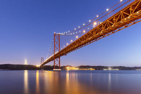 Portugal, Lisbon District, Lisbon, 25 de Abril Bridge at dusk - AHF00191