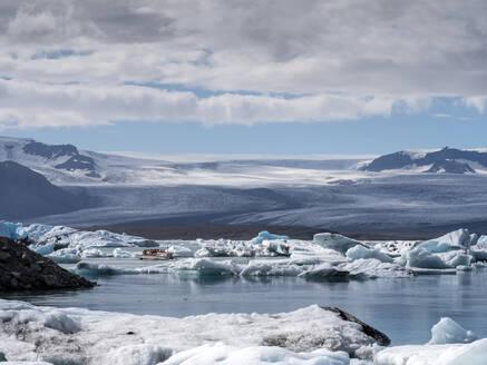Icebergs floating in Jokulsarlon lake situated at head of Breidamerkurjokull glacier - LAF02506