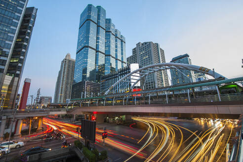 Chong Nonsi pedestrian bridge in Bangkok's Sathorn area - CAVF90765