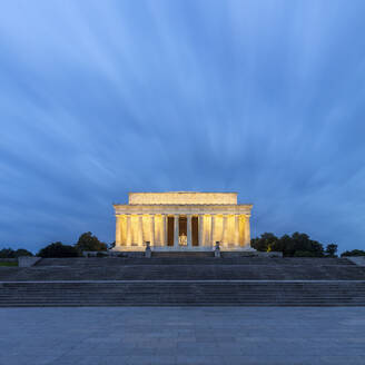 USA, Washington DC, Long exposure of Lincoln Memorial at dawn - AHF00219
