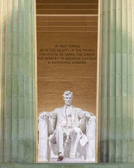 USA, Washington DC, Statue of Abraham Lincoln inside Lincoln Memorial - AHF00255