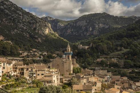 Spain, Mallorca, Valldemossa, Valldemossa Charterhouse and surrounding village houses - JMF00552