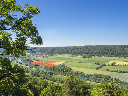 Germany, Bavaria, Clear sky over countryside fields of Altmuhltal - HUSF00176