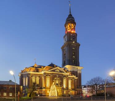 Germany, Hamburg, Main Church of Saint Michaelis, Christmas decorations in city street - RJF00845