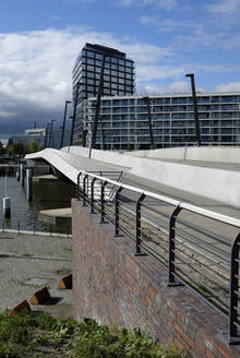 Germany, Hamburg, Baakenhafen Brucke in HafenCity - GISF00740