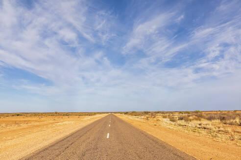 Australia, South Australia, Stuart Highway through desert - FOF12099