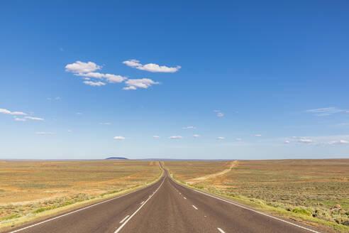 Australia, South Australia, Stuart Highway through desert - FOF12102
